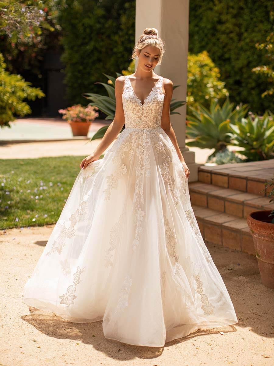 Moonlight Bridal Brautkleid J6779