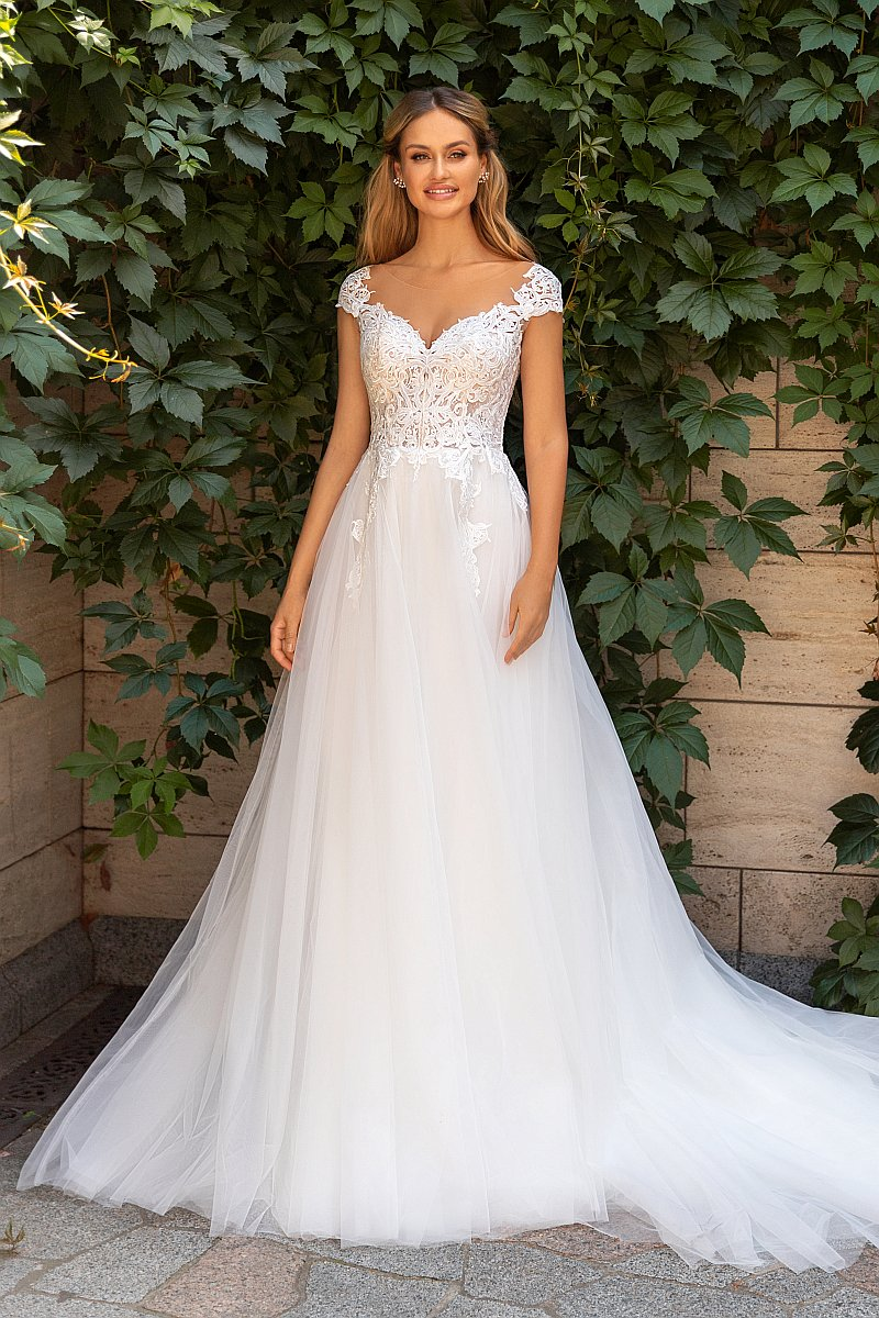 Süßes A-Linien Brautkleid mit Cap-Sleeves aus Spitze. Auch in Plus Size erhältlich.